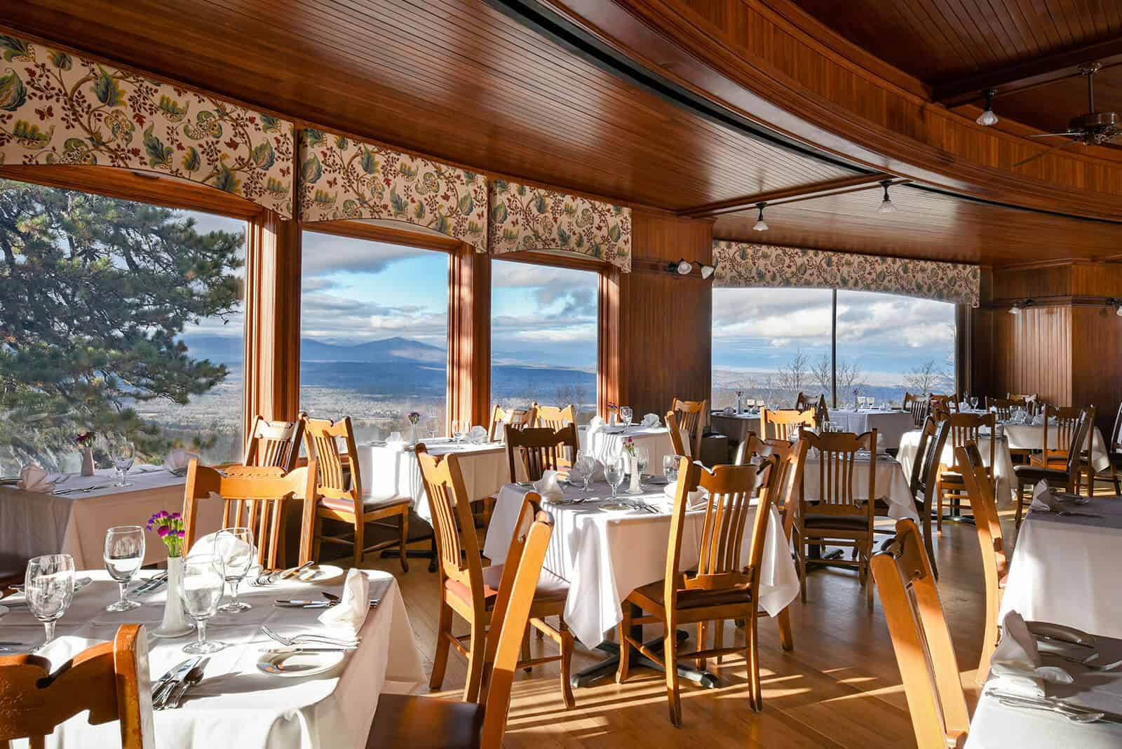 Mohonk Dining Room - Upstate New York - Hudson Valley