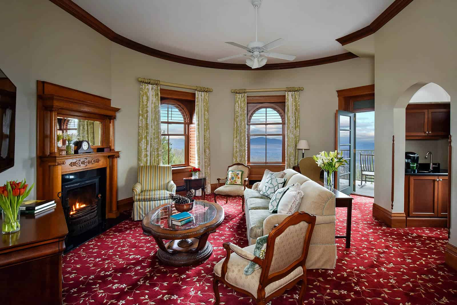 Victorian Mountain View Suite Living